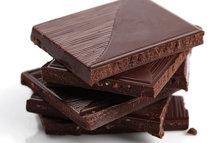 100 грамм темного шоколада - 327 мг магния