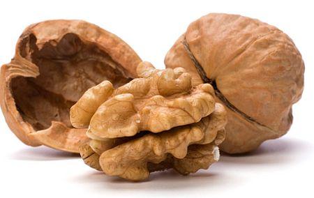 В 100 гр. грецких орехов содержится 158мг магния