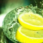 Вода с лимоном: масса достоинств и один недостаток