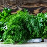 Назван топ-5 самой полезной огородной зелени