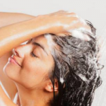 Почему не стоит спать с мокрыми волосами