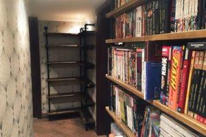 Книжный стеллаж в современном интерьере