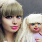 С подачи родителей дочь превратилась в живую куклу