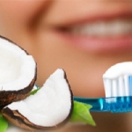 Последовательницы  велнеса поделились секретом отбеливания зубов