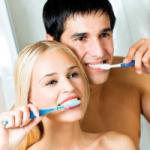 Специалисты не рекомендуют мыть зубную щетку
