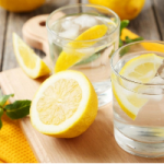 Диетолог развеял миф о пользе воды с лимоном