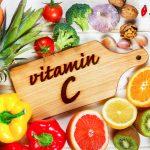 Витамин С поможет справиться с акне