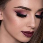 Бьюти-блогер дала советы по макияжу на Новый год