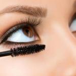 Почему не следует делиться косметикой для глаз