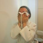 Преимущества умывания горячим полотенцем