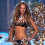 40-летней модели Victoria's Secret завидуют юные девушки