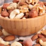 Диетологи назвали лучший перекус для поддержания здоровья