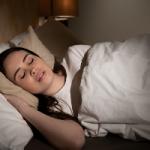 Косметолог подсказала правила ухода за кожей после сна